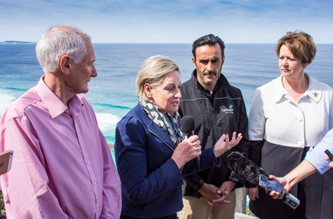 Albany MLA Peter Watson, Regional Development Minister Alannah MacTiernan, Carnegie Clean Energy Managing Director Mike Ottaviano and UWA Oceans Institute Director Professor Erika Techera visited Sandpatch for the wave energy announcement.